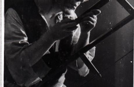 """בנימין זוסקין בתפקיד נפתלי הוז, נגר יהודי זקן, בהפקה של """"המשפט מתחיל"""", מוסקבה, 1929."""