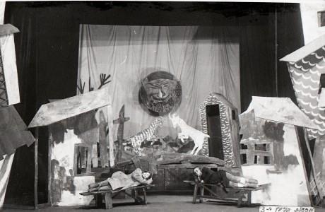 סצינה מתוך 'מסעות בנימין השלישי' מאת מנדלי מוכר ספרים בתיאטרון היהודי הממלכתי במוסקבה, 1927.