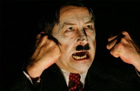 היטלר על הבמה