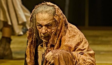 השחקן הספרדי חוזה לואי גומס בדמות סלסטינה בתיאטרון הקומדיה מדריד פברואר 2017